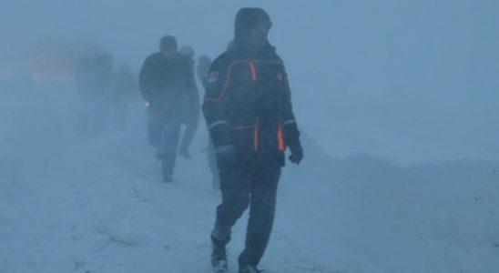 Karda mahsur kalan 75 birey kurtarıldı