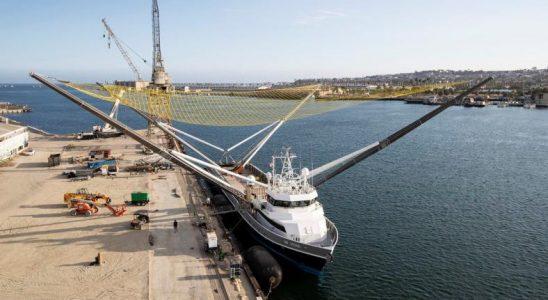 SpaceX'in Geri Dönüşüm Gemisi, Paraşütle Vazgeçilen Roket Parçalarını Tutma Çalışmalarına Devam Ediyor