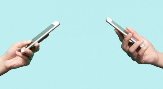 Cep Telefonlarından Alınan ÖTV'nin %50'ye Çıkarılmasının Önü Açıldı