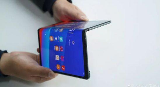 Cevabını Herkesin Merak Ettiği Soru: Katlanabilir Telefonlar İçin ÖTV Ödenecek mi?