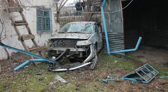 Elazığ'da TIR'a değen araba bahçeye uçtu! Yaralılar var