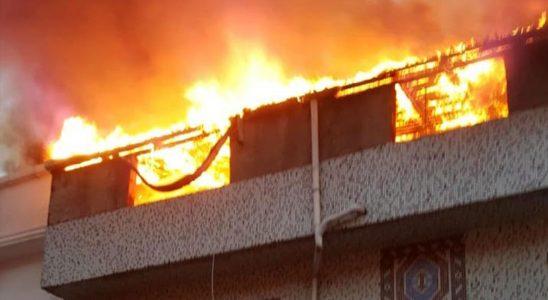 Esenyurt'ta fobi dolu anlar! Binanın çatısı alev alev yandı