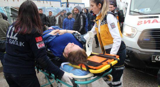 Kocaeli'de iki taşıt birbirine girdi: Yaralılar var