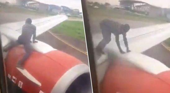 Nijerya'da Bir Adam, Motoru Çalışan Uçağın Kanadına Çıkıp Kabine Girmeye Çalıştı