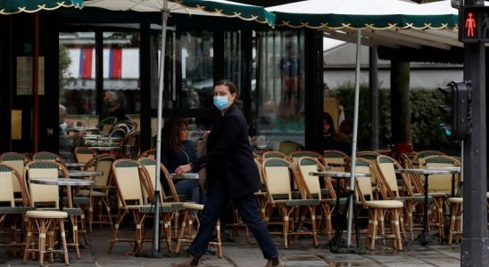 Fransa, Artan COVID-19 Vakaları Nedeniyle Sokağa Çıkma Yasağı İlan Etti