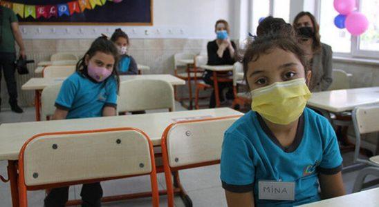 Sağlık Bakanlığı: Temaslılar Okula Devam Edecek, Yakın Temaslılar Evde Takibe Alınacak