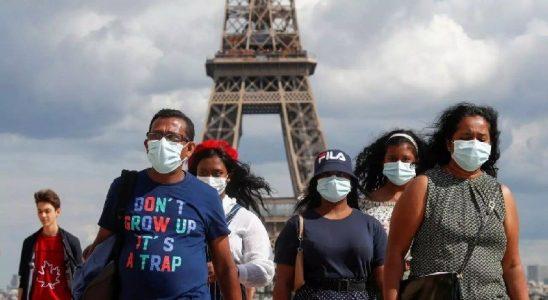 Fransa'da 1 Haftada 450 Kişinin Aşılanması Sosyal Medyada Alay Konusu Oldu