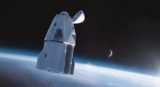 SpaceX, Astronotların Uzayda Başlarını Dışarı Çıkarabilecekleri Dragon Kapsülü Tasarımını Paylaştı