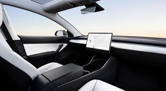 Elon Musk; Direksiyonsuz, Bütçe Dostu Bir Tesla Üretmeyi Planlıyor